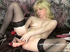 Retro blondie jilling off